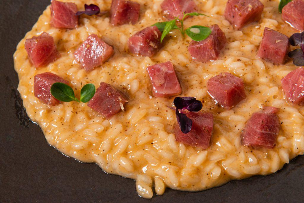 Risotto Riserva San Massimo con tonno rosso siciliano marinato allo zenzero e lime